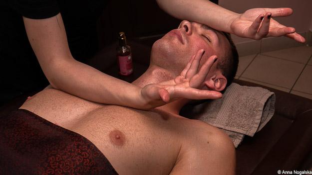 hiszpański masaż relaksujący twarzy